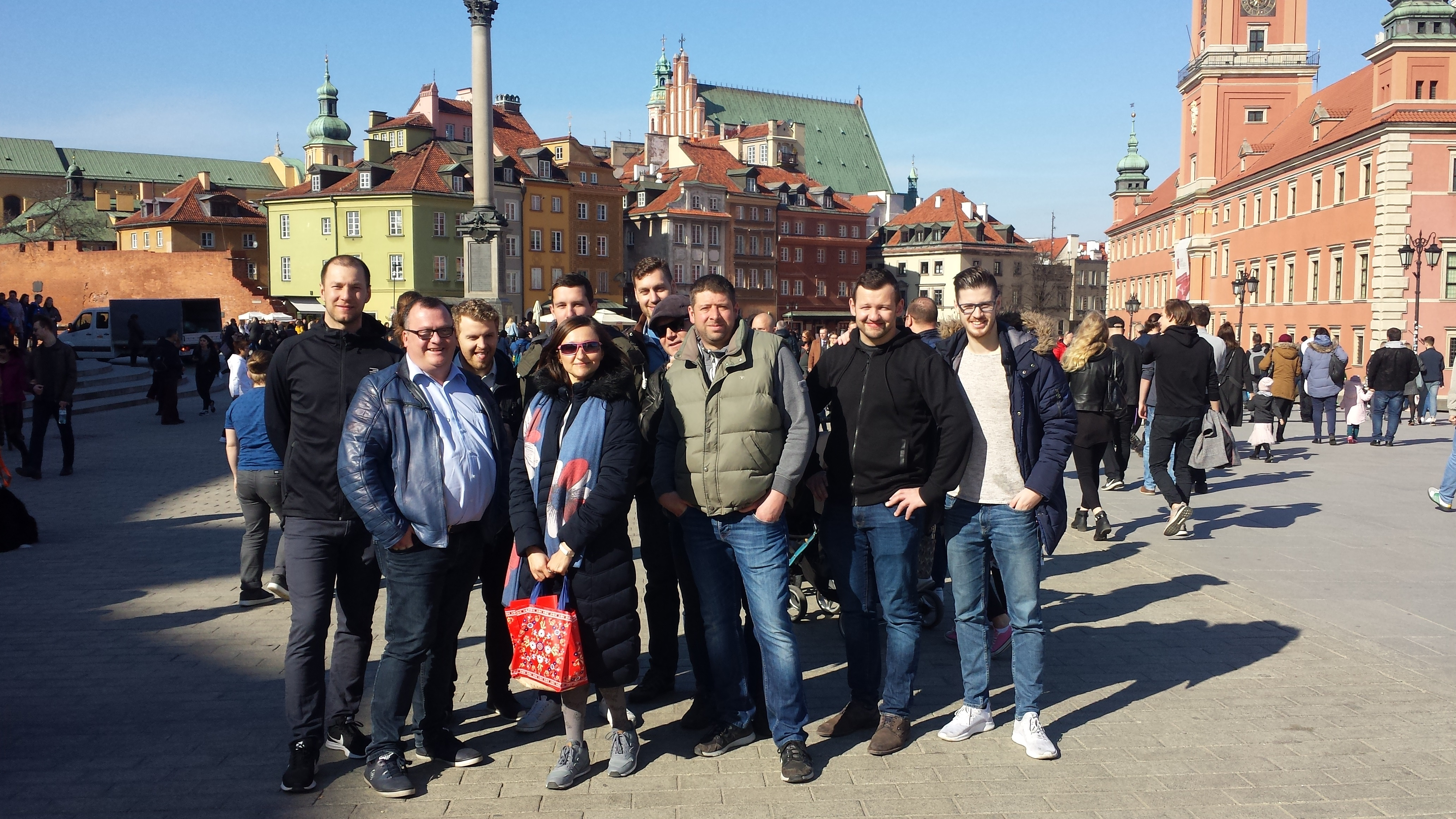 Step in Warsaw - City guide to Warsaw. A beautiful spring day in Warsaw with my tourists from Austria. A part of the Sigismund's Column, a part of the Royal Castle, but the whole group in the picture:). Warsaw, March 2019.
