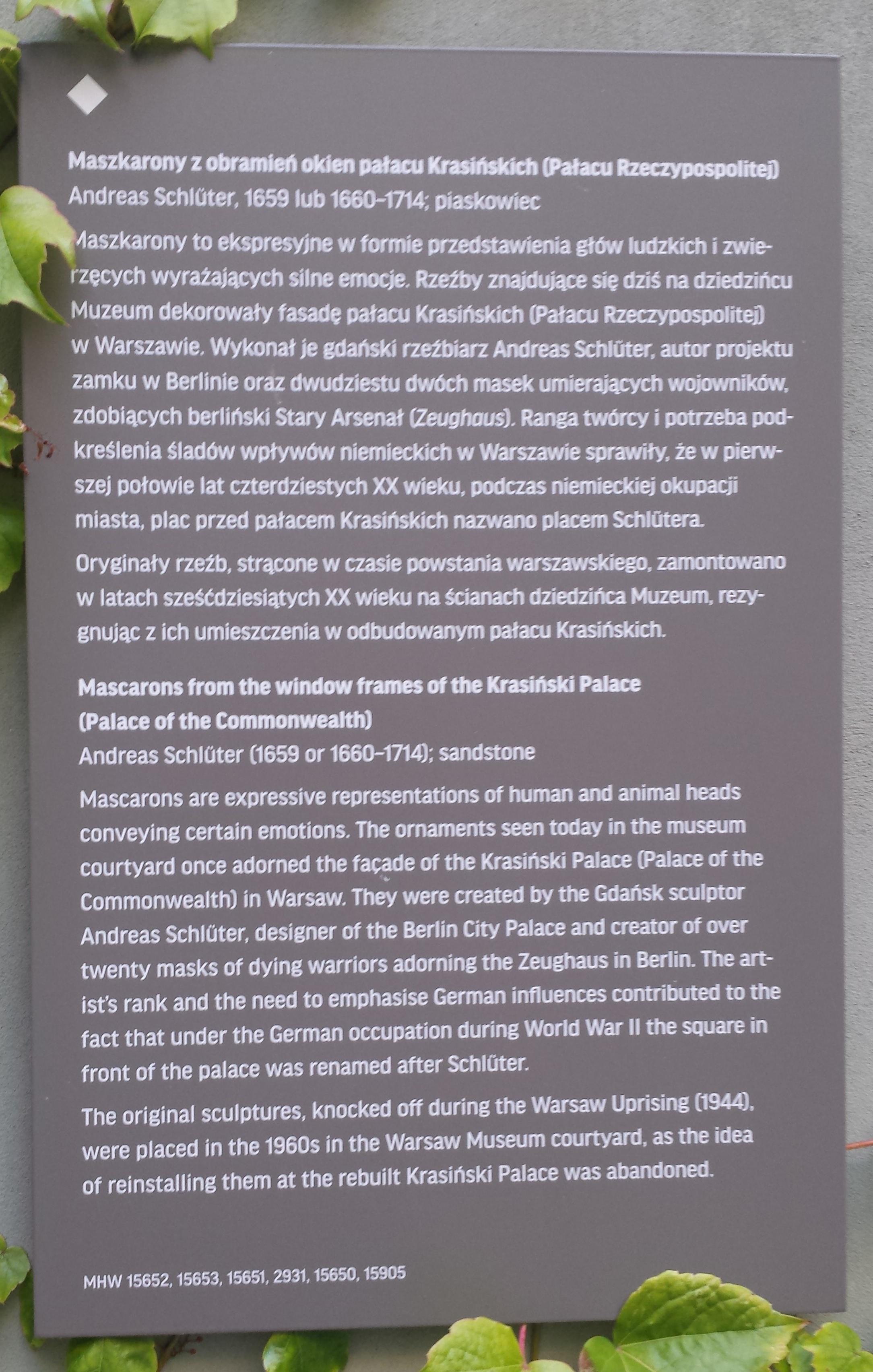 Step in Warsaw - Stadtführerin in Warschau. Ein Arbeits- und Schulungstreffen für Stadtführer in Warschau im malerischen Hof des Museums von Warschau Muzeum Warszawy (21 thematische Räume und 7352 ausgestellte Gegenstände). Sie sind herzlich eingeladen, dieses Museum zu besichtigen. Ich werde gerne Ihre Führerin sein:). Information von Maskaronen, die im Hof des Museums von Warschau sind. Warschau, 15.07.2019.
