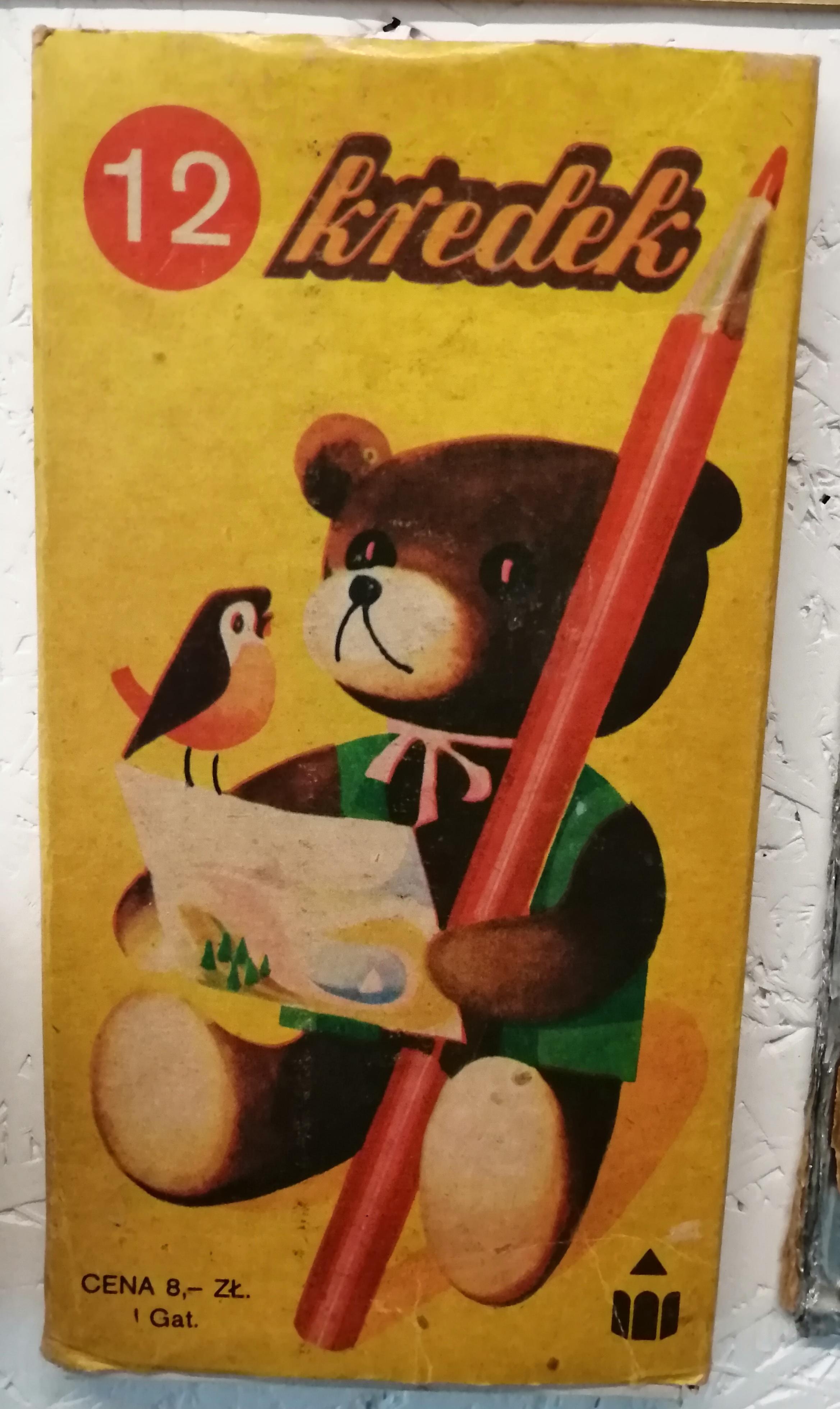 """Step in Warsaw - Stadtführerin in Warschau. Ich habe heute in dem Museum des Lebens unter Kommunismus https://mzprl.pl/?lang=en eine sentimentale Reise zu meiner Kindheit gemacht. Ich erinnere mich daran... Ich habe die gleichen Teddybär-Buntstifte und Kaugummis """"Kugeln"""", die meine Zunge gefärbt haben, gehabt. Warschau, 22.08.2019."""