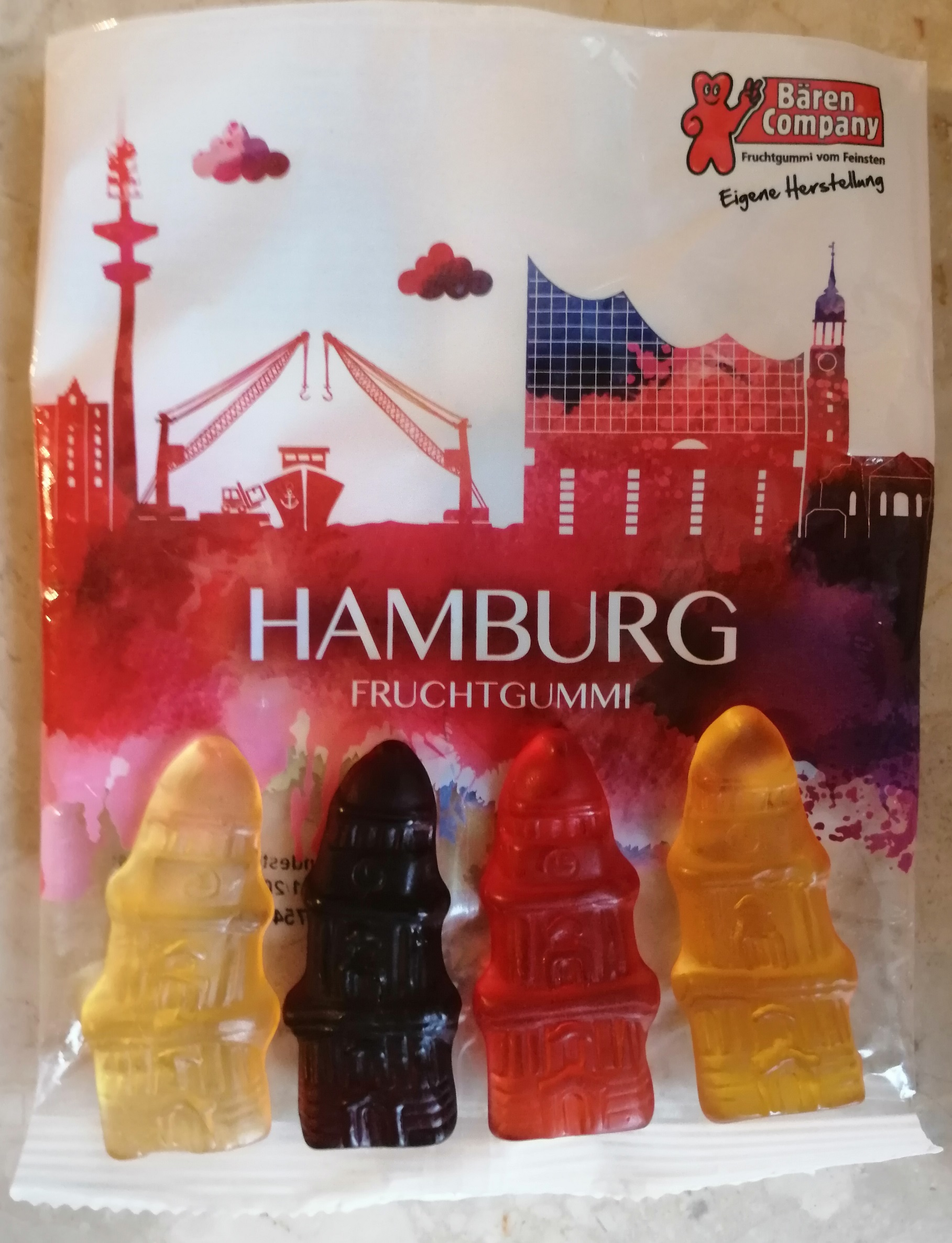 "Step in Warsaw - City guide to Warsaw. A sweet thanks from my group from Germany, from Hamburg after the tour: ""On the footsteps of communist Warsaw"". Thank you and see you next time! Gummy candies in the shape of the St. Michael's Church in Hamburg:). Warsaw, 23.08.2019."