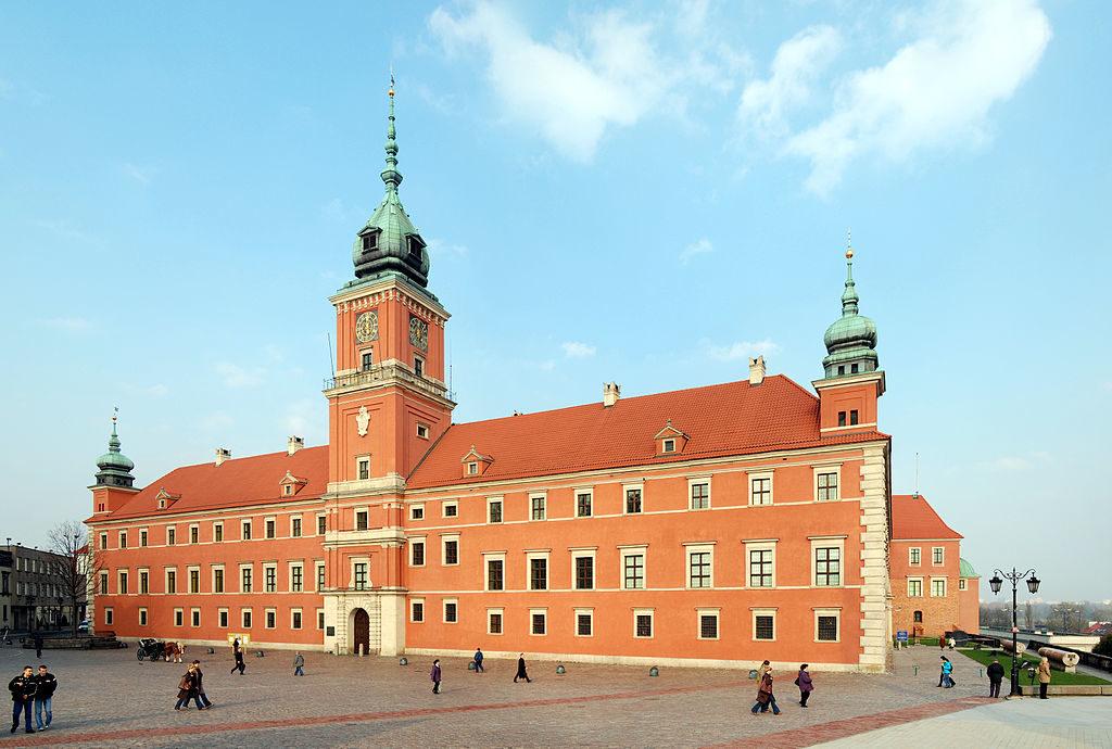 Step in Warsaw - Przewodnik po Warszawie. Obecny wygląd odbudowanego Zamku Królewskiego w Warszawie. Źródło: https://pl.wikipedia.org/wiki/Zamek_Królewski_w_Warszawie.