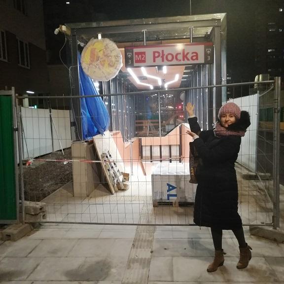 Step in Warsaw - Stadtführerin in Warschau. Meine U-Bahn-Station ist fast fertig! Ich kann es gar nicht erwarten! Es wird auch an der Station ein kleines historisches Museum sein: eine Galerie mit den Knochen eines prähistorischen Rüsseltieres, die vor 2 Jahren hier bei dem U-Bahn-Bau gefunden wurden.:) Warschau, Januar 2020.