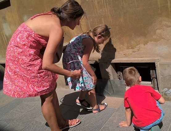 Step in Warsaw - Stadtführerin in Warschau. Warschau für Kinder. Bist du noch da Basilisk? Warschau, Juli 2018.