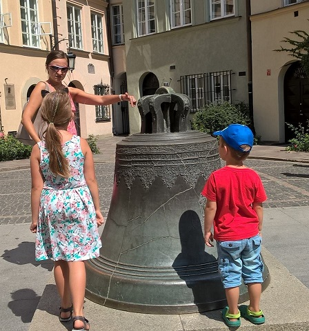 Step in Warsaw - City guide to Warsaw. Warsaw for Children. The magic bell from the 17th century in the Warsaw Old Town (Kanonia Street) that brings luck and makes your dreams come true.:) Warsaw, July 2018.