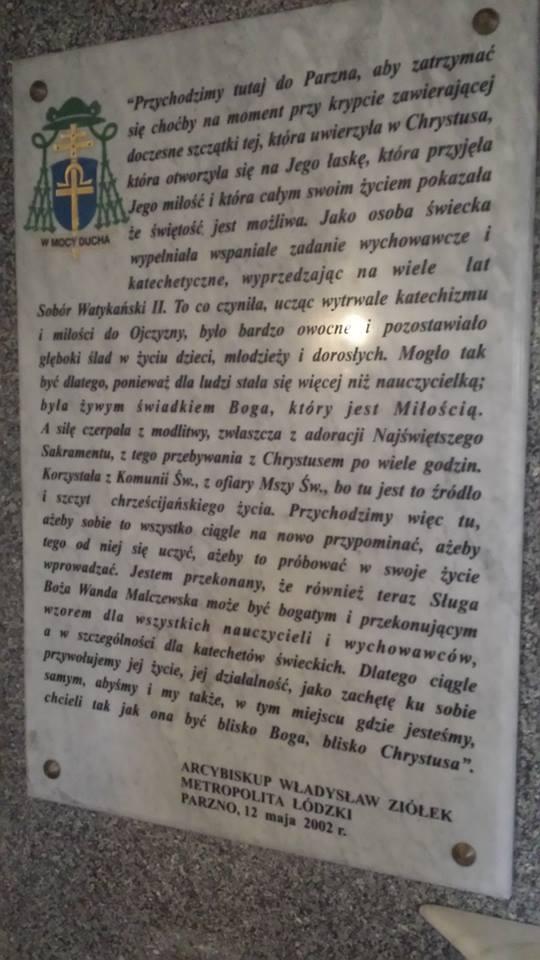 Step in Warsaw - Przewodnik po Warszawie. Tablica pamiątkowa z pielgrzymki arcybiskupa łódzkiego Władysława Ziółka do Parzna w 2002 roku. Parzno, luty 2018.