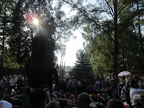 Step in Warsaw - Stadtführerin in Warschau. Der 74. Jahrestag des Warschauer Aufstandes. Der Powązki-Soldatenfriedhof. Das Gloria Victis-Denkmal (Ehre den Besiegten). Warschau, 01.08.2018.
