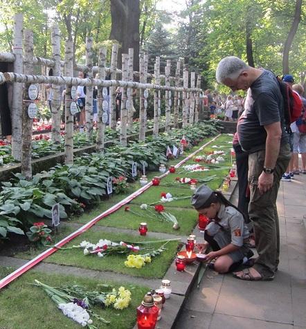 Step in Warsaw - Stadtführerin in Warschau. Der 74. Jahrestag des Warschauer Aufstandes. Der Powązki-Soldatenfriedhof. Wir werden nie vergessen! Warschau, 01.08.2018.